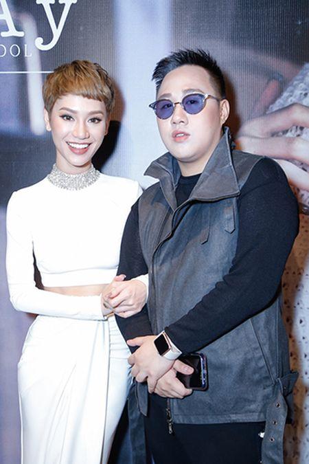 Ha Tang va dan sao Viet hao hung chuc mung MV moi cua Tra My Idol - Anh 3