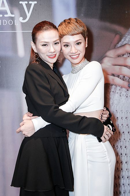Ha Tang va dan sao Viet hao hung chuc mung MV moi cua Tra My Idol - Anh 5