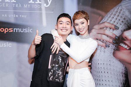 Ha Tang va dan sao Viet hao hung chuc mung MV moi cua Tra My Idol - Anh 8