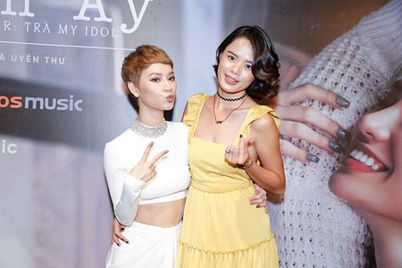 Ha Tang va dan sao Viet hao hung chuc mung MV moi cua Tra My Idol - Anh 9