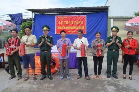 Tang hang tram thiet bi cho ngu dan de vuon khoi, bam bien - Anh 1