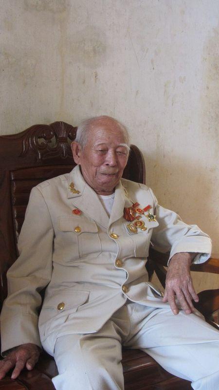 Chien si cuoi cung Doi Viet Nam Tuyen truyen Giai phong quan dau tien qua doi - Anh 1