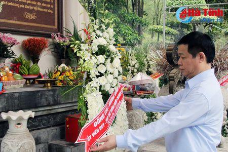 Pho Thu tuong Vuong Dinh Hue dang huong Nga ba Dong Loc, tri an cac Me Viet Nam anh hung - Anh 1