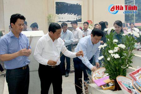 Pho Thu tuong Vuong Dinh Hue dang huong Nga ba Dong Loc, tri an cac Me Viet Nam anh hung - Anh 3