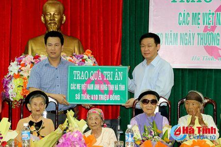 Pho Thu tuong Vuong Dinh Hue dang huong Nga ba Dong Loc, tri an cac Me Viet Nam anh hung - Anh 6