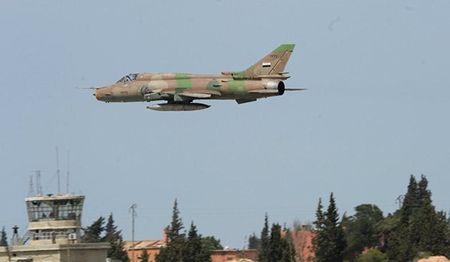 Tiem kich Syria danh sap can cu IS gan san bay quan su Deir Ezzur - Anh 1