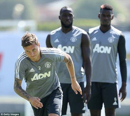 HLV Jose Mourinho: Man Utd can it nhat 2 tan binh nua - Anh 1