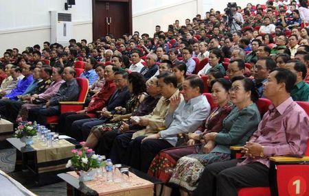Bo doi tinh nguyen Viet Nam tren san khau kich Lao - Anh 1