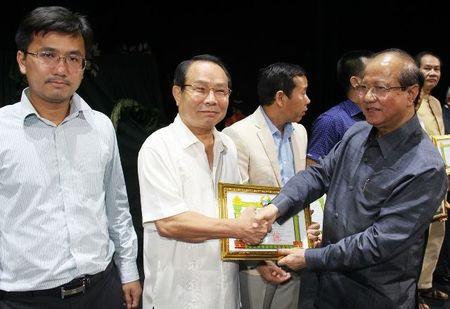 Bo doi tinh nguyen Viet Nam tren san khau kich Lao - Anh 4