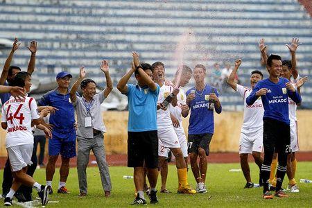 Nam Dinh thang hang V-League, san Thien Truong 'no tung' - Anh 4