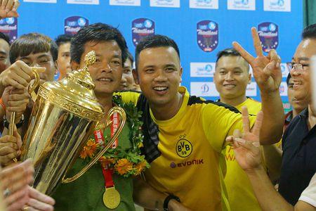 Nam Dinh thang hang V-League, san Thien Truong 'no tung' - Anh 6