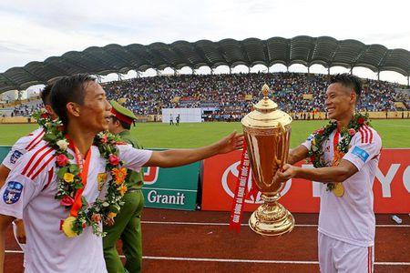 Nam Dinh thang hang V-League, san Thien Truong 'no tung' - Anh 7
