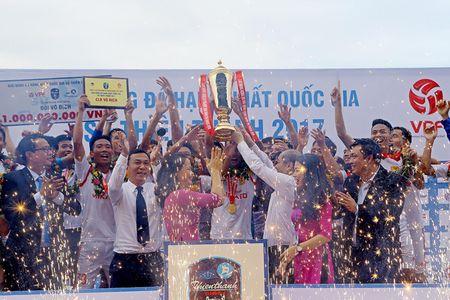 Nam Dinh thang hang V-League, san Thien Truong 'no tung' - Anh 8