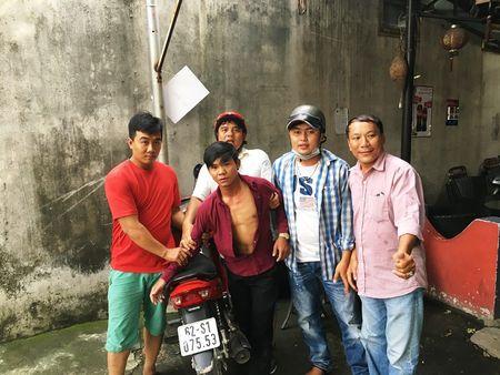 Hiep sy bat nong ten trom xe may dang dem qua Campuchia tieu thu - Anh 2