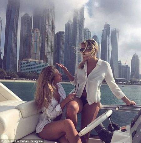 Phat them voi du thuyen, sieu xe cua con nha giau Dubai - Anh 4