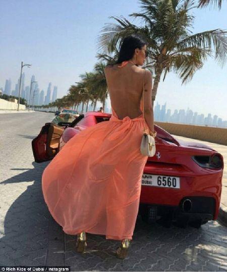 Phat them voi du thuyen, sieu xe cua con nha giau Dubai - Anh 8