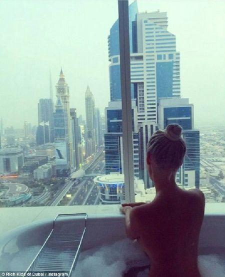 Phat them voi du thuyen, sieu xe cua con nha giau Dubai - Anh 9