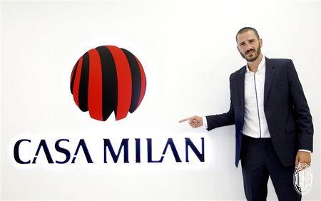 Doi truong cua Lazio am tham den Milan kiem tra y te - Anh 1