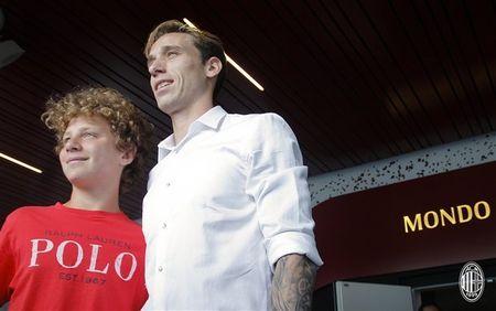 Doi truong cua Lazio am tham den Milan kiem tra y te - Anh 5