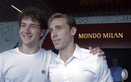 Doi truong cua Lazio am tham den Milan kiem tra y te - Anh 6