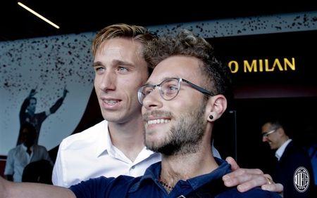 Doi truong cua Lazio am tham den Milan kiem tra y te - Anh 8