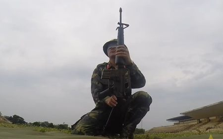 Thich thu xem bo doi Viet Nam bit mat thao lap M16 - Anh 1
