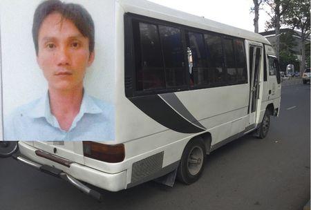 """TP HCM: Xet xu bang """"dau gau"""" du khach len xe de cuong doat tai san - Anh 1"""