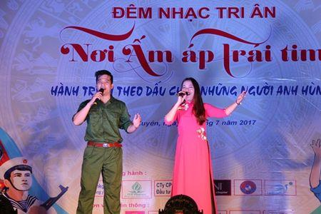 'Noi am ap trai tim' – chuong trinh tri an nhung anh hung - Anh 9