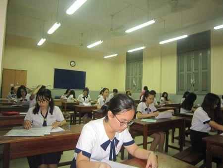 'Choang' truoc hoc phi du kien cua DH Y khoa Pham Ngoc Thach - Anh 1