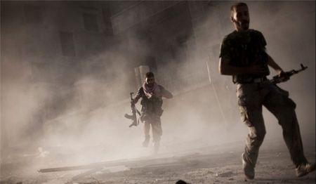 Syria: Khung bo dung do du doi o Ghouta va Idlib, loat tay sung bo mang - Anh 1