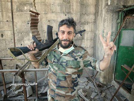 Quan doi Syria tan cong du doi cu dia thanh chien ngoai o Damascus (video) - Anh 22