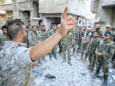 Quan doi Syria tan cong du doi cu dia thanh chien ngoai o Damascus (video) - Anh 2