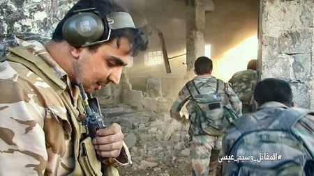 Quan doi Syria tan cong du doi cu dia thanh chien ngoai o Damascus (video) - Anh 5
