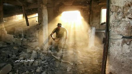 Quan doi Syria tan cong du doi cu dia thanh chien ngoai o Damascus (video) - Anh 6