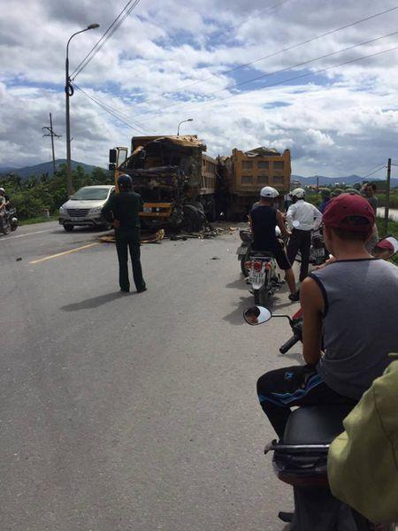 Quang Ninh: Hai xe tai dam truc dien khien 1 tai xe tu vong tai cho - Anh 2