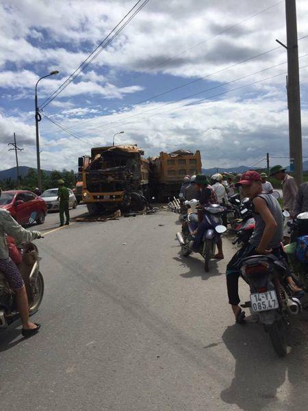 Quang Ninh: Hai xe tai dam truc dien khien 1 tai xe tu vong tai cho - Anh 3