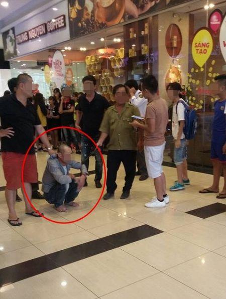 Ha Noi: Nghi van thong tin mot nguoi dan ong co hanh vi xam hai be gai 15 tuoi tai Savico MegaMall - Anh 1