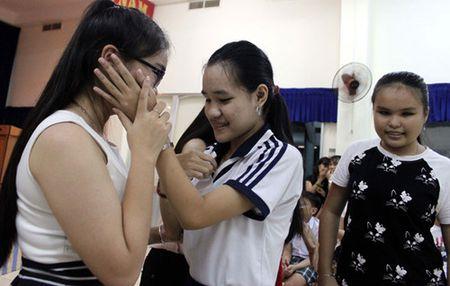 Quan quan The Voice kid Thien Nhan xuc dong khi 'fan'... so mat, so toc - Anh 3