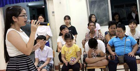 Quan quan The Voice kid Thien Nhan xuc dong khi 'fan'... so mat, so toc - Anh 4