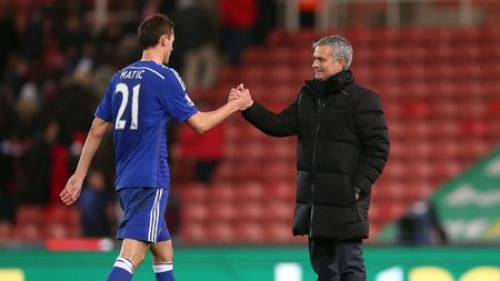 Matic nhat quyet theo Mourinho, Real tong khu Bale - Anh 1