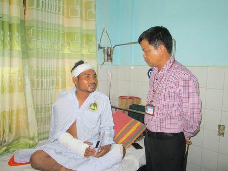 Khoi to nghi pham chem trong thuong pho cong an xa o Gia Lai - Anh 1