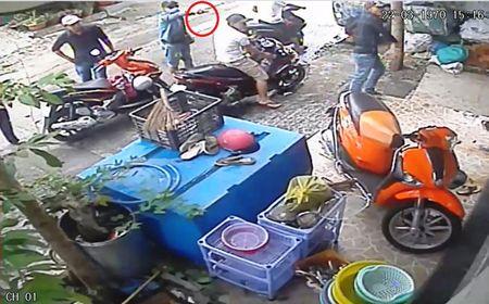 Clip nhom giang ho rut 'hang nong', khung bo nha dan bang 'mua' gach - Anh 2