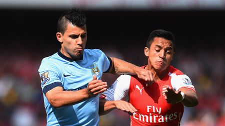 Paul Merson khuyen Arsenal dung Sanchez doi lay Aguero - Anh 1