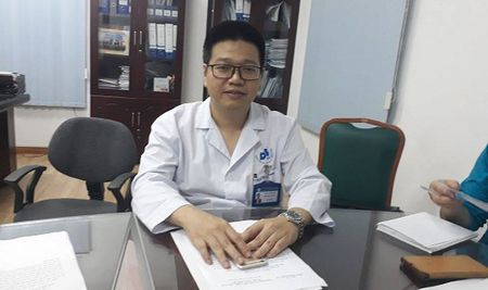 PGD Benh vien Da Lieu Trung uong chinh thuc len tieng ve vu hang loat tre bi sui mao ga - Anh 1