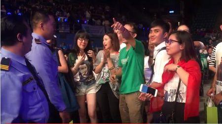 Suni Ha Linh ho het doi Shane Filan tiep tuc hat khi show ket thuc - Anh 6