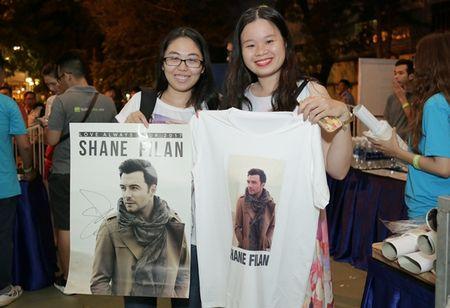 Suni Ha Linh ho het doi Shane Filan tiep tuc hat khi show ket thuc - Anh 7