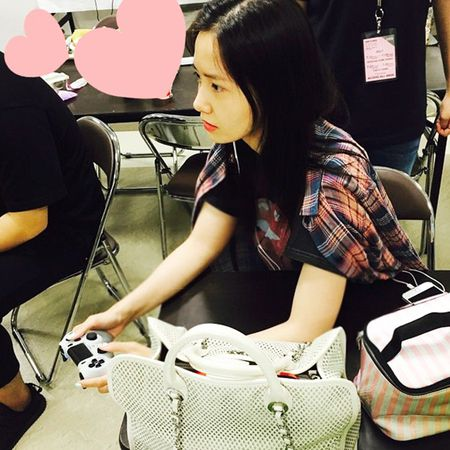 Sao Han 17/7: Sulli lap lo vong 1 goi cam, Na Yeon lam mat xau van xinh - Anh 3