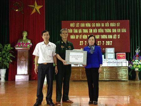 Bo truong Y te tham Trung tam dieu duong thuong benh binh tai Ha Nam - Anh 2