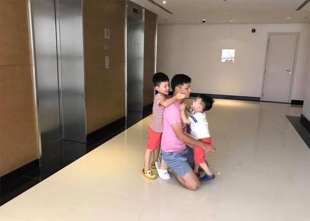 Sao Viet 24h qua: Khoanh khac binh yen cua Ngoc Quyen ben me va con trai - Anh 6