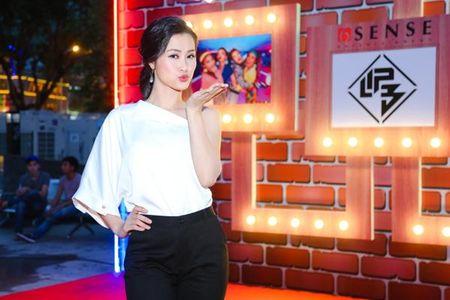 Ban lich trinh lam viec, Dong Nhi van tranh thu den chuc mung 'ga cung' Lip B - Anh 2